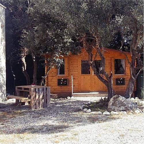 Le Chalet de l'Olivade : Guest accommodation near Aramon