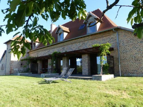 Le Chevreuil Hameau des Damayots : Guest accommodation near Mercy