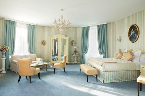 Chateau Laroche-Ploquin : Hotel near Dangé-Saint-Romain