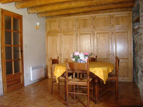 Gites Granges Las Costes : Guest accommodation near Germ