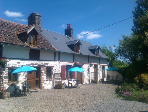 Les Hirondelles : Guest accommodation near Saint-Pois