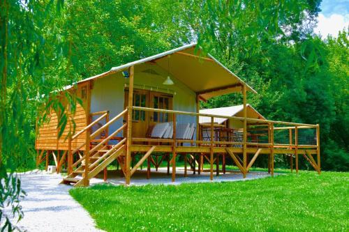 Chalet Domaine de Lacave : Guest accommodation near Lacave
