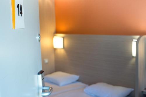 Première Classe Clermont-Ferrand Aubière : Hotel near Busséol