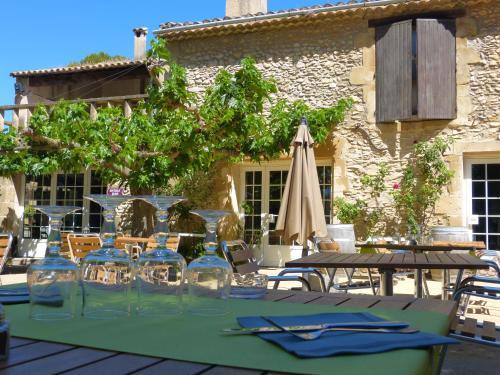 Logis Domaine De Roquerousse : Hotel near Salon-de-Provence