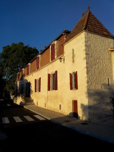 Manoir Saint-Louis : Bed and Breakfast near Sigalens