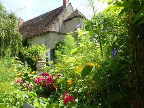 La Grand Cour : Guest accommodation near Neuilly-le-Réal