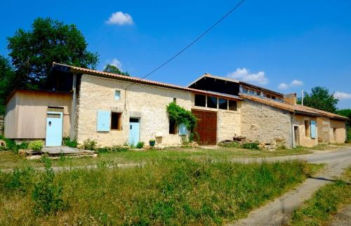 Chambres des Forges : Bed and Breakfast near Aussac-Vadalle