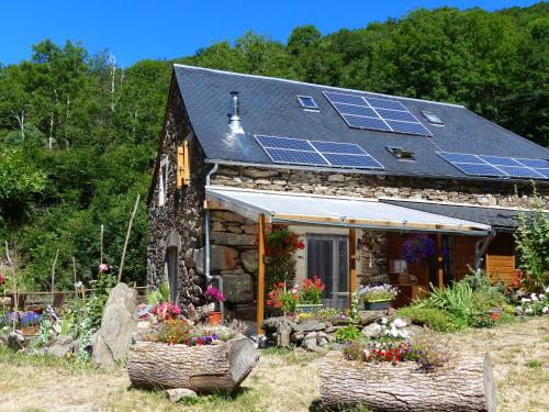 Lepadou-Bas : Bed and Breakfast near Saint-Urcize
