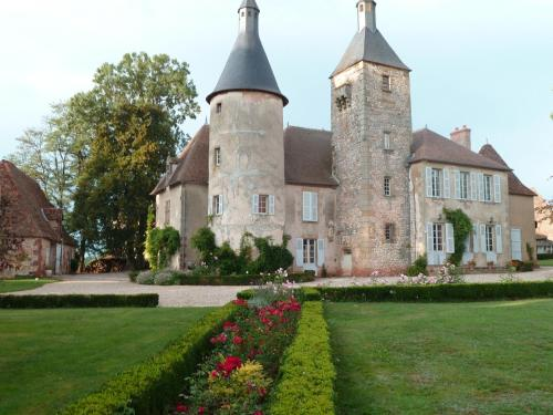 Château de Clusors : Bed and Breakfast near Bourbon-l'Archambault