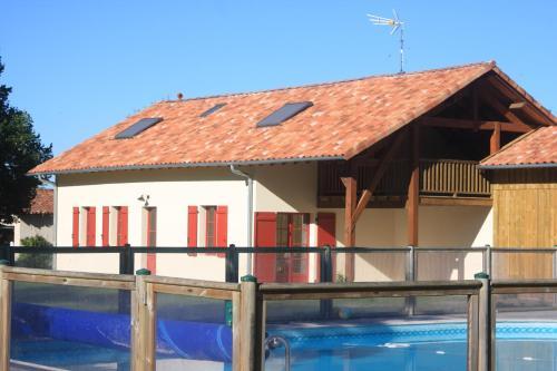 La grange de Bastard : Guest accommodation near Lartigue