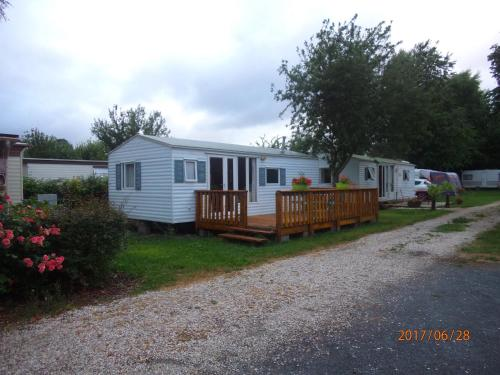 Camping du Creulet : Guest accommodation near Bernesq