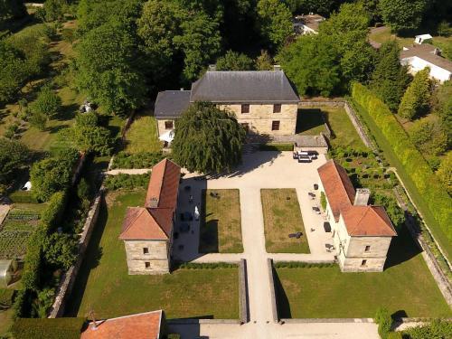 Chambres d'hôtes La Maison Forte : Bed and Breakfast near La Chapelle-Felcourt