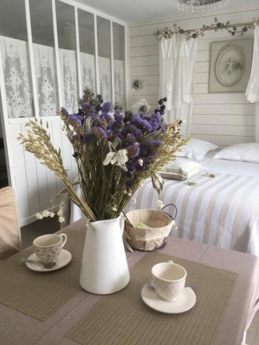 Chambre en baie : Bed and Breakfast near Saint-Maxent