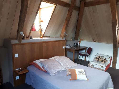 Au Bosquet Fleuri : Hotel near Paulnay