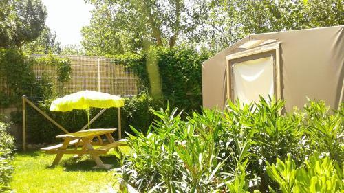 Camping Le Clos de La Grangette : Guest accommodation near Sérignan