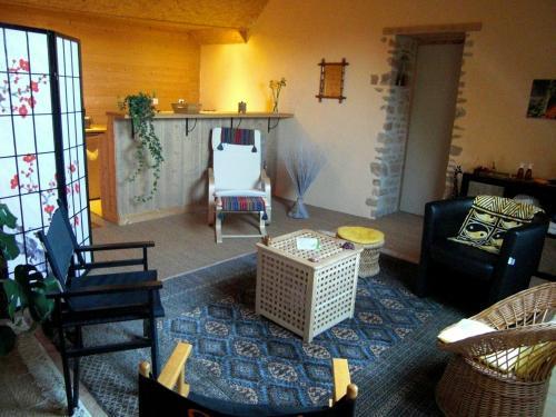 Les Hirondelles : Guest accommodation near Châtres-la-Forêt