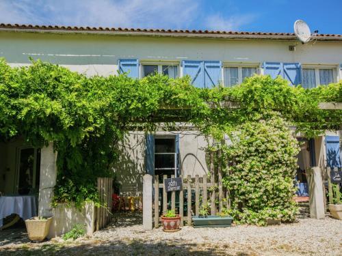 Gite le Petit Dernier : Guest accommodation near Chadenac