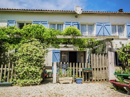 Gite la Cour : Guest accommodation near Saint-Genis-de-Saintonge