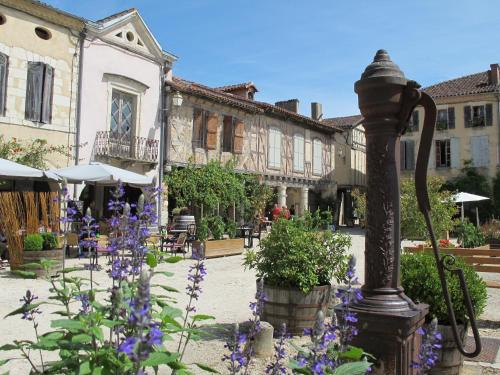 les Chambres de Labastide : Guest accommodation near Monguilhem