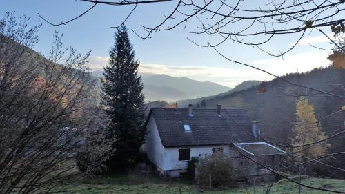La Petite Maison dans la Vallée : Guest accommodation near Lepuix