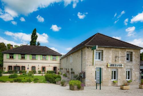 Auberge De La Plaine : Hotel near Crespy-le-Neuf