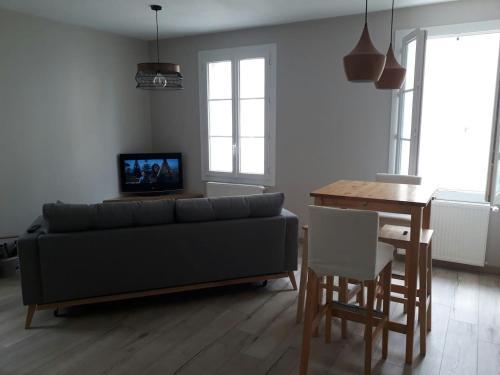 Appartement rénové : Apartment near Cornille