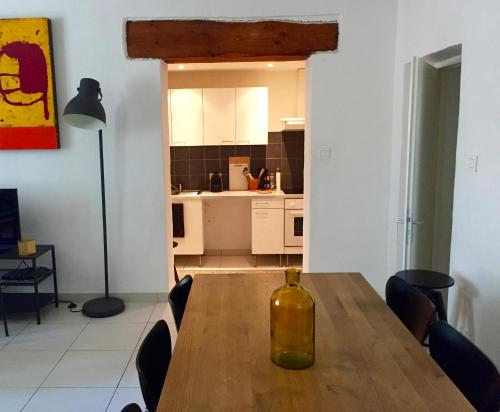 Le Barry : Apartment near Arpaillargues-et-Aureillac