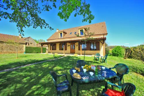 COMBAS village de gites : Guest accommodation near Proissans