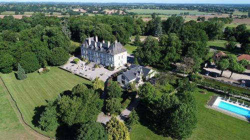 Château d'Ygrande - les Collectionneurs : Hotel near Saint-Plaisir