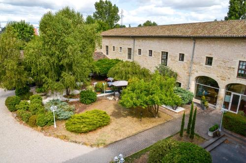 L'Hostellerie la Ferme du Poulet : Hotel near Beauregard