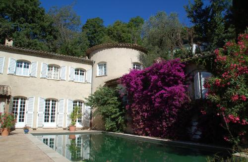 Le Mazet de Tourrettes : Bed and Breakfast near Coursegoules
