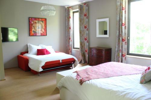 Domaine du Prieuré d'Estagel : Guest accommodation near Saint-Gilles