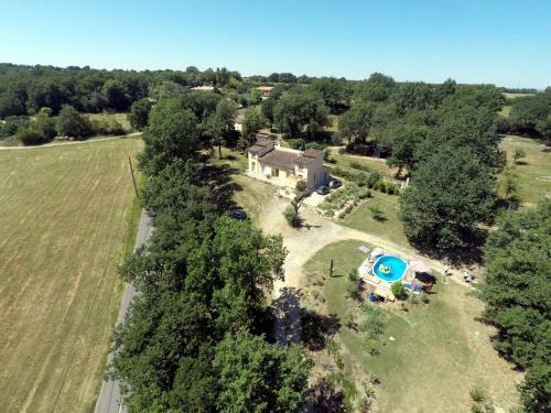 Bienvenue dans notre petit paradis : Guest accommodation near Menville