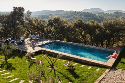 Clos des Coustoulins : Bed and Breakfast near Lacoste