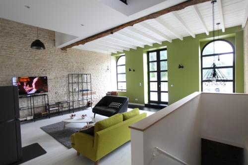 LOFT Dans un Sechoir a Lin : Guest accommodation near Giel-Courteilles