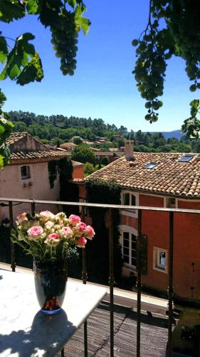 La Dame Au Balcon : Apartment near Roussillon