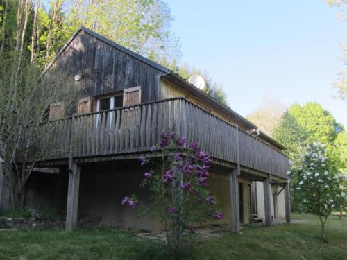Chalet du prat : Guest accommodation near Aulas
