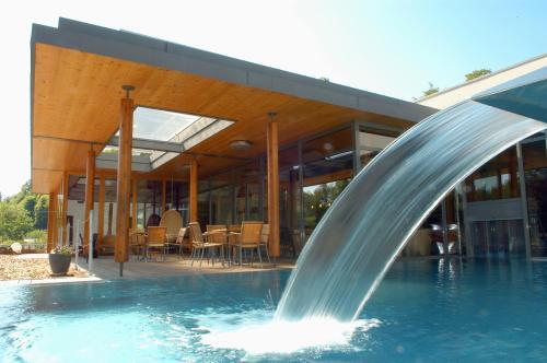La Clairière bio & spahotel : Hotel near Volksberg
