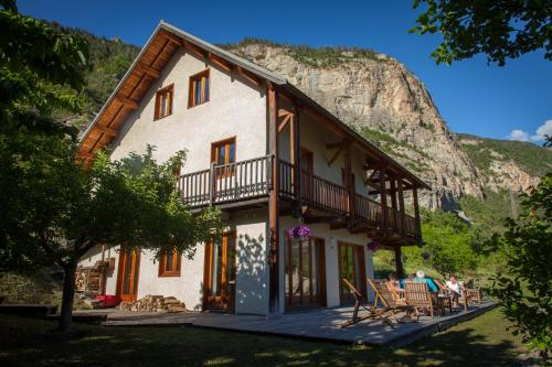 Gite Les Carlines : Guest accommodation near Les Vigneaux