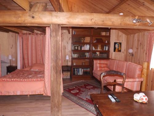 La Chuchotiere : Bed and Breakfast near Dangé-Saint-Romain