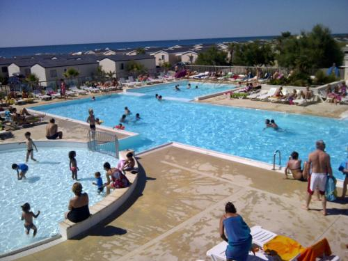Camping Sunissim Le Palavas By Locatour : Guest accommodation near Villeneuve-lès-Maguelone