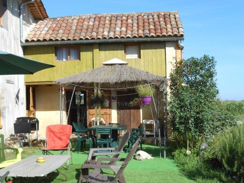 Arie Chez Mimosa : Guest accommodation near Bascous