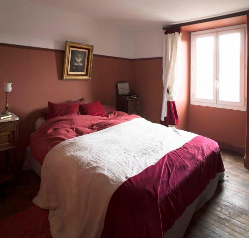 Maison Salvadore : Bed and Breakfast near Lussac-les-Châteaux