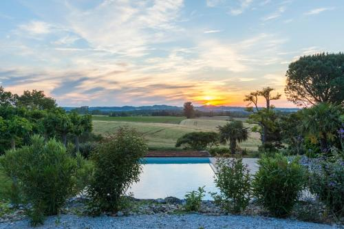 Petit domaine de vacances Les Armengauds : Guest accommodation near Mas-Saintes-Puelles