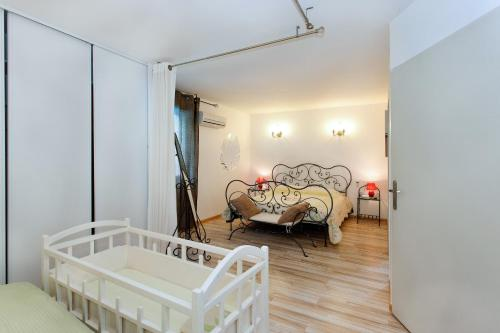 Villa Charline : Guest accommodation near Mas-Saintes-Puelles