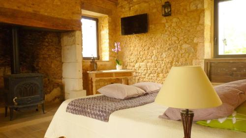 Aux fontaines d'Eyvigues : Bed and Breakfast near Borrèze