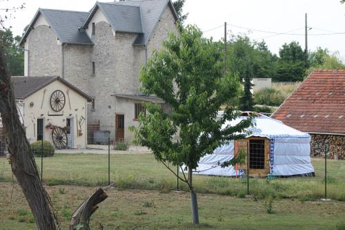 Les Yourtes Bourcominoises : Guest accommodation near Vauxtin