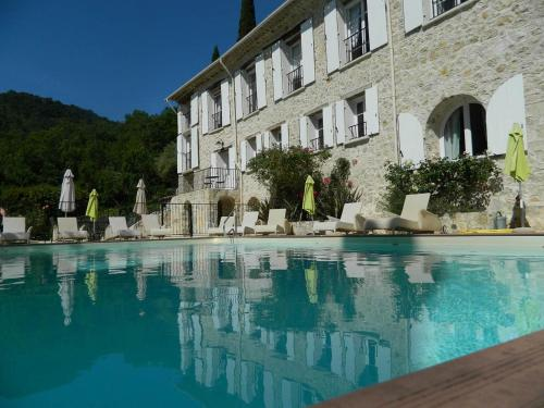 Le Moulin de Maramouille : Guest accommodation near Montferrat