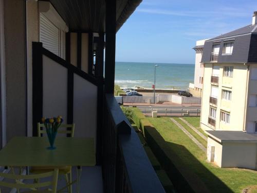 Résidence Les Colombières : Apartment near Auberville