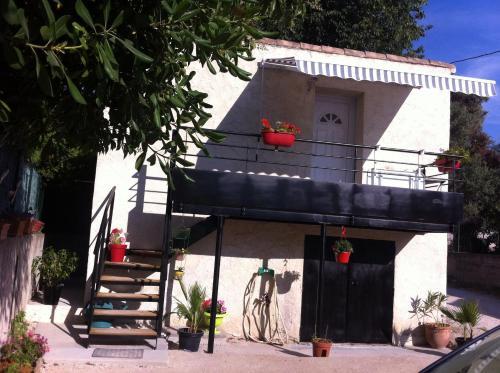 charmant studio proche mer : Apartment near Ceyreste